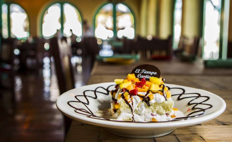 El Tiempo Cantina'stres leches cake.   Photo: Nick De La Torre, Chronicle
