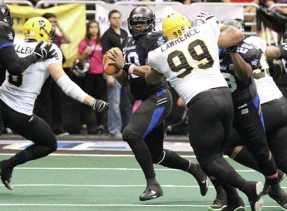 Talon's quarterback Shane Boyd (center) looks to pass against the Pittsburgh Power in the second half at the Alamodome on Friday, Apr. 4, 2014. Photo: Kin Man Hui, San Antonio Express-News / ©2014 San Antonio Express-News