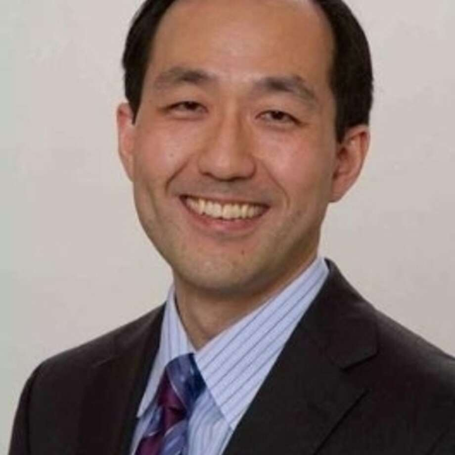 Dr. Ho Sun Hwang will lead a back and neck pain seminar April 29.