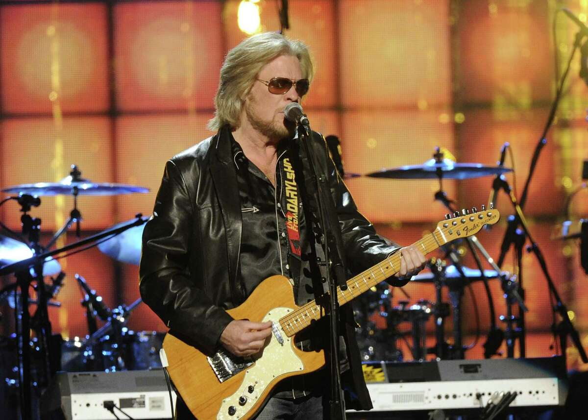 Hall of Fame Inductee, Hall and Otes, Daryl Hall performs at the 2014 Rock and Roll Hall of Fame Induction Ceremony on Thursday, April, 10, 2014 in New York. (Photo by Charles Sykes/Invision/AP) ORG XMIT: NYCS464