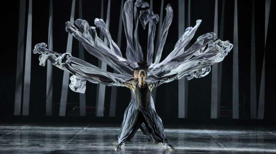 "Bejing's Contemporary Dragon KungFu Dance Company will perform the U.S. premiere ""Gateway,"" its signature work by Lui Lu,  during Dance Salad Festival 2014 at the Wortham Theater Center April 17-19. Photo: Li Huimin / ONLINE_YES"