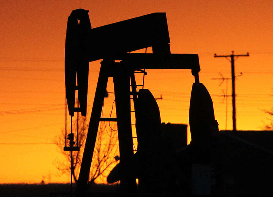 Oil:Texas is leading producer of crude oil in U.S. with field production of 923,595,000 barrels per day in 2013. (Energy Information Administration). Photo: JOHN DAVENPORT, SAN ANTONIO EXPRESS-NEWS / ©San Antonio Express-News