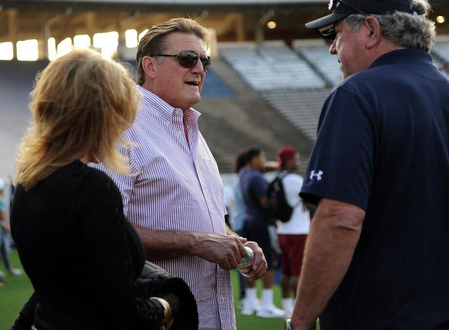 Dan Pastorini, center, talks with Tommy Kramer on the sidelines before Rice's spring football game, Friday, April 11, 2014, at Rice Stadium in Houston. Photo: Eric Christian Smith, For The Chronicle