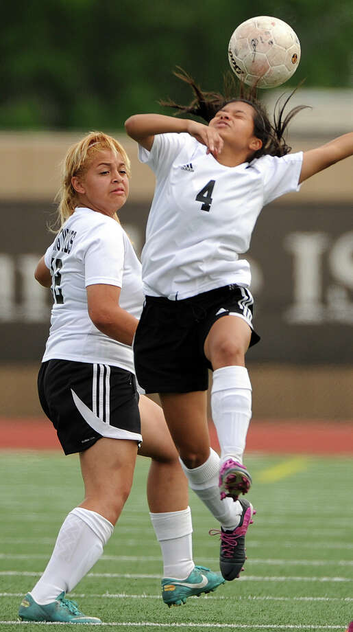 Spring Woods' Leonor Zambrano (4) heads the ball during the first half. Photo: Eric Christian Smith, Freelance