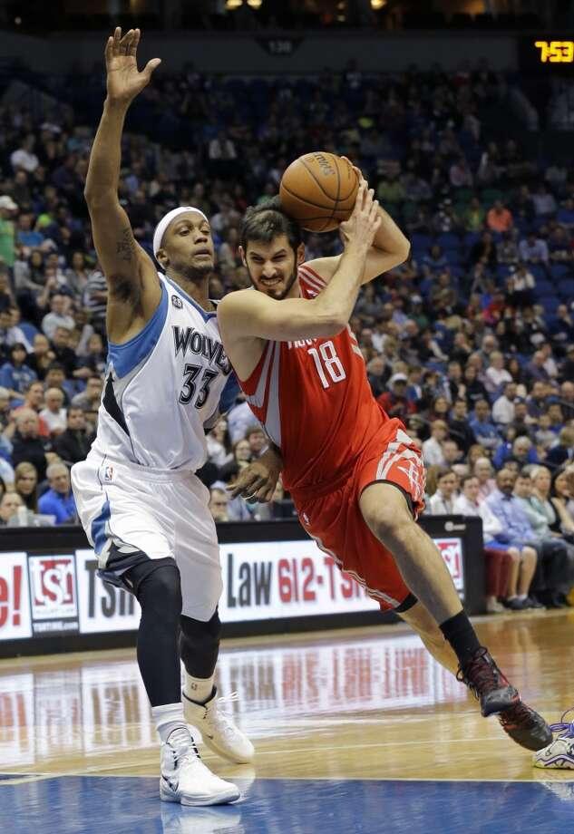 Rockets forward Omri Casspi (18), of Isreal, drives against Timberwolves forward Dante Cunningham. Photo: Ann Heisenfelt, Associated Press