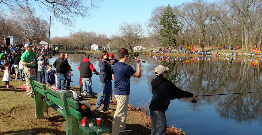 A large crowd turned out Saturday morning for the annual Fairfield Police Athletic League fishing derby at Gould Manor Park. Photo: Mike Lauterborn / Fairfield Citizen