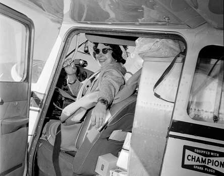 http://www.chron.com/news/us/article/Mock-1st-female-pilot-to-circle-globe-dies-at-88-5793408.php