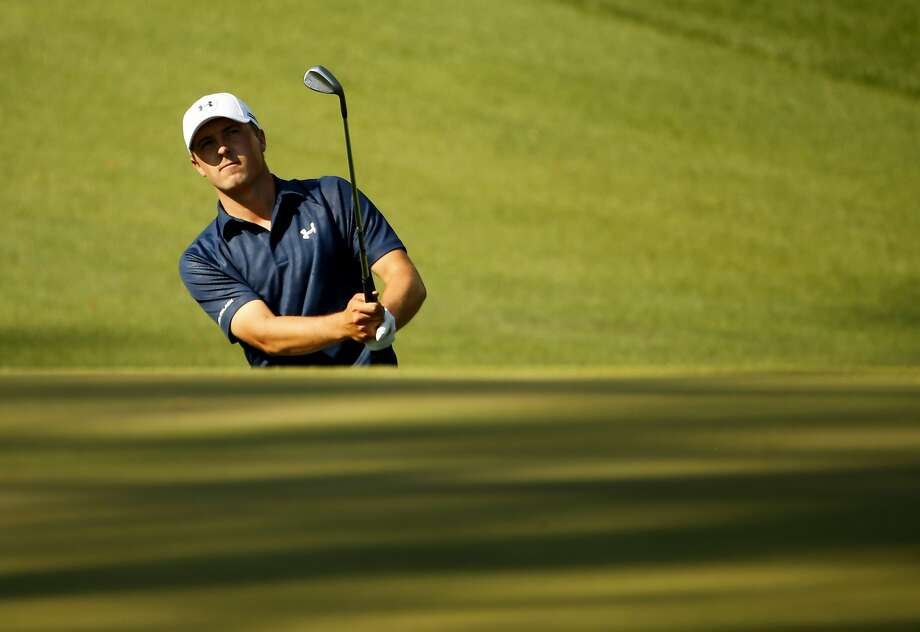 Jordan Spieth, chipping onto the 10th green, avoided making damaging mistakes. Photo: Jack Gruber, Reuters