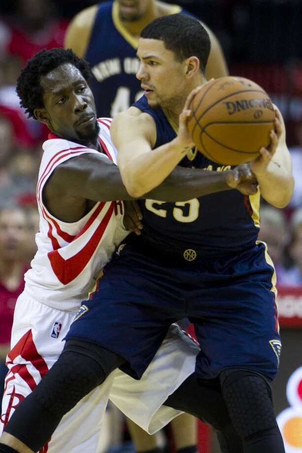 Rockets guard Patrick Beverley (2) reaches in to attempt a steal against Pelicans guard Austin Rivers. Photo: Brett Coomer, Houston Chronicle