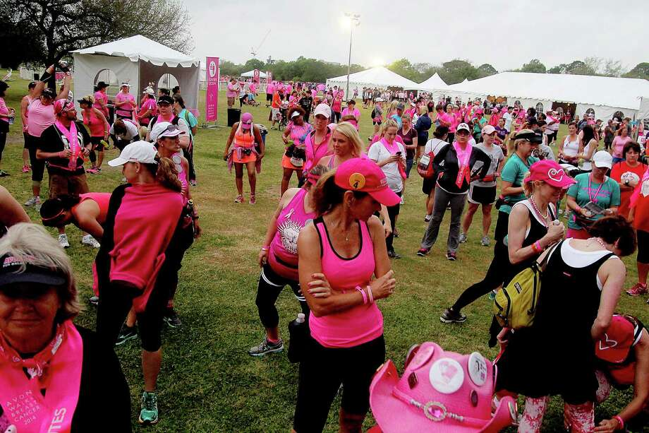 Walkers arriving at the 2nd leg of the Avon Walks for Breast Cancer Houston at the Avon Walk Wellness Village, Rice University. More than 1400 participants registered this year's event. Photo by Pin Lim. Photo: Pin Lim, For The Chronicle / Copyright Pin Lim.