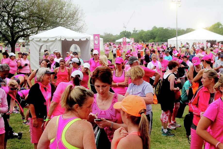 The 2nd leg of the Avon Walks for Breast Cancer Houston starting line at the Avon Walk Wellness Village, Rice University. More than 1400 participants registered for the event. Photo by Pin Lim. Photo: Pin Lim, For The Chronicle / Copyright Pin Lim.