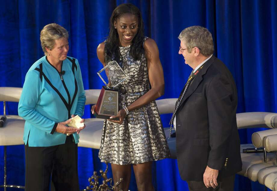 Stanford's Chiney Ogwumike, center, holds the John R. Wooden Award, which was presented by Wooden's grandson Craig Impelman and by Ann Meyers Drysdale, Friday, April 11, 2014, in Los Angles. (AP Photo/Los Angeles Daily News, Hans Gutknecht) LOS ANGELES TIMES OUT  VENTURA COUNTY STAR OUT Photo: Hans Gutknecht, Associated Press