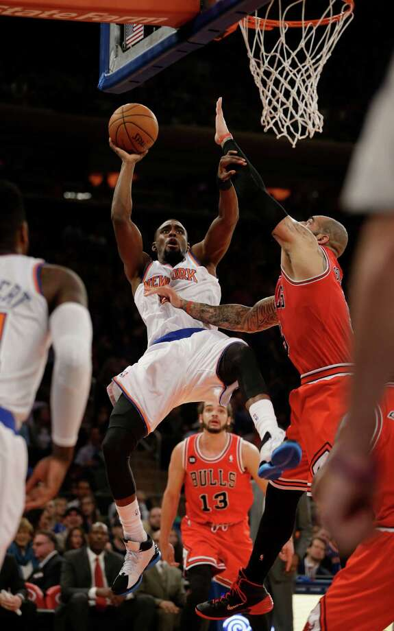 Chicago Bulls' Carlos Boozer, right, fouls New York Knicks' Tim Hardaway Jr., center, during the first half of the NBA basketball game, Sunday, April 13, 2014 in New York. (AP Photo/Seth Wenig) ORG XMIT: NYSW102 Photo: Seth Wenig / AP