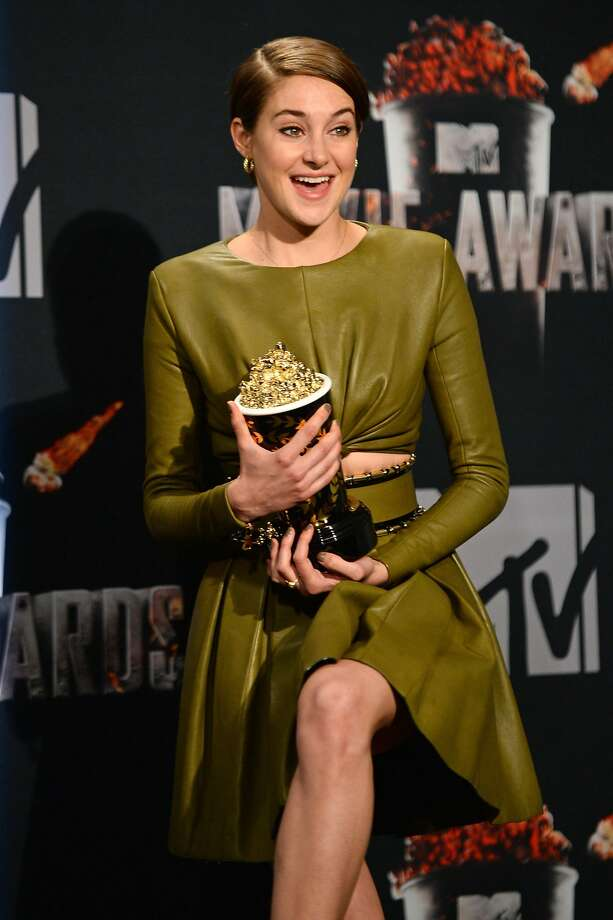 "Shailene Woodley poses in press room with her award for favorite character for ""Divergent"" at the MTV Movie Awards on Sunday, April 13, 2014, at Nokia Theatre in Los Angeles. (Photo by Jordan Strauss/Invision/AP) Photo: Jordan Strauss, Associated Press"
