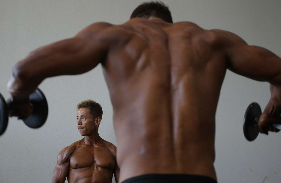 DAEGU, SOUTH KOREA - APRIL 13:  Bodybuilders workout and prepare for judging backstage during the 2014 NABBA/WFF Korea Championship on April 13, 2014 in Daegu, South Korea.  (Photo by Chung Sung-Jun/Getty Images) *** BESTPIX *** Photo: Chung Sung-Jun, Getty Images