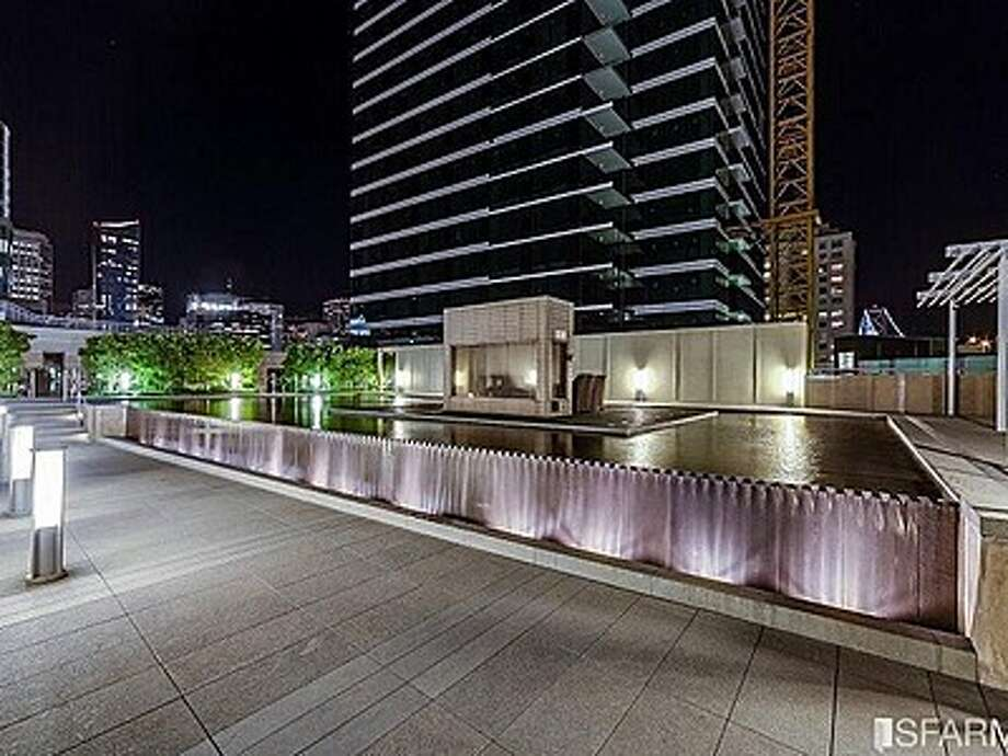 The infinity reflecting pool at One Rincon Hill Photo: MLS