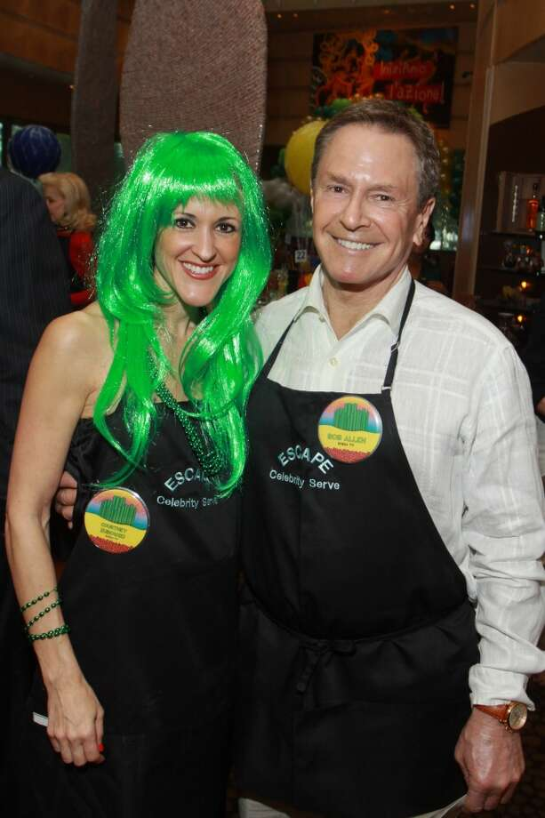 Celebrity servers Courtney Zubowski and Bob Allen Photo: Gary Fountain, For The Chronicle