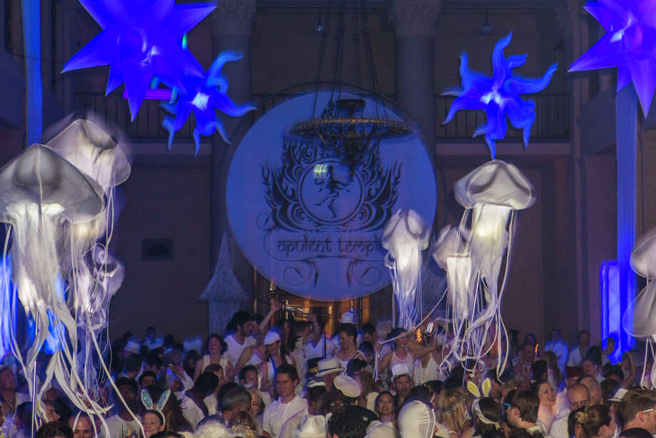 Jellyfish-like decorations seemingly float mid-air above the White Party Photo: Misha Kutuzov, ©MKGraph / ©MKGraph