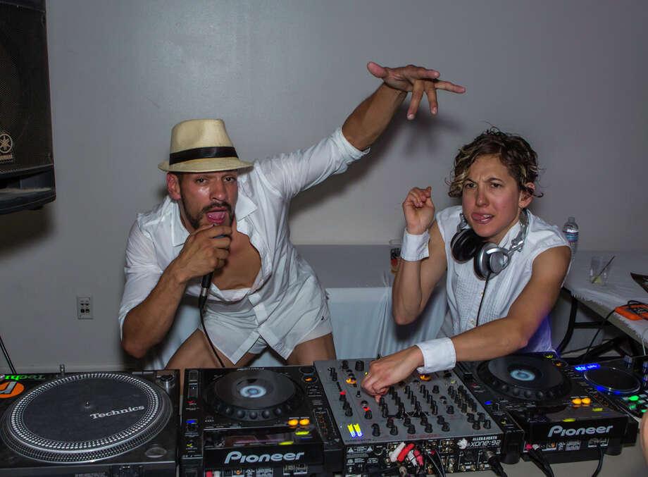 Two DJs move to the music Photo: Misha Kutuzov, ©MKGraph / ©MKGraph