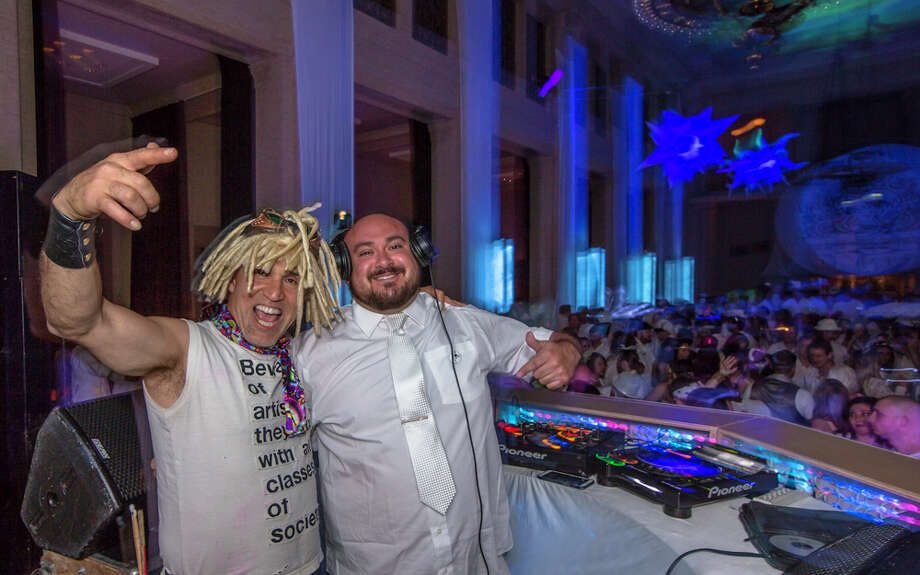 Two DJs take a photo in front of the dancing crowd in the Bently Reserve Photo: Misha Kutuzov, ©MKGraph / ©MKGraph