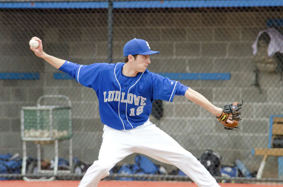 Fairfield Ludlowe's Max Settineri (18) pitches during the baseball game against Darien at Darien High School on Monday, Apr. 14, 2014. Photo: Amy Mortensen / Connecticut Post Freelance
