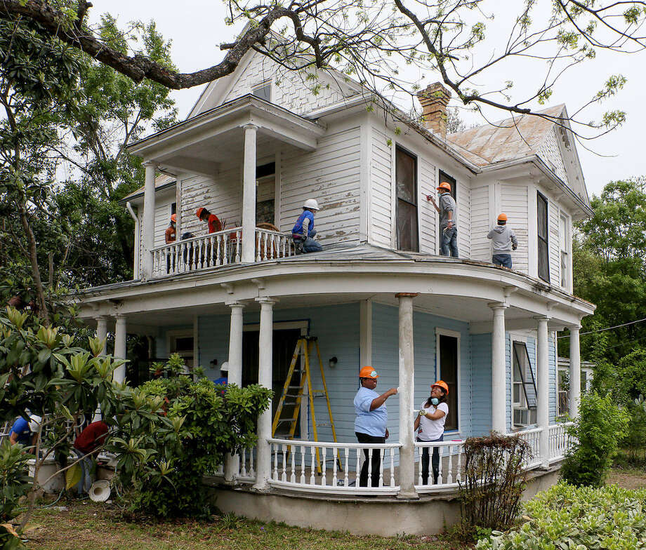 Homes For Rent East Bay Ca: UTSA Students Go Beyond The Surface To Repair East Side