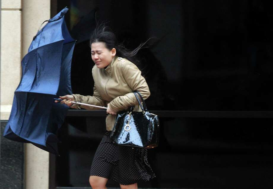 The US National Weather Service has warned of a breezy cold front that will bring 60 degree temperatures to Houston over the weekend.Click through to see Texas' record-setting weather days. Photo: Mayra Beltran, Houston Chronicle / © 2014 Houston Chronicle