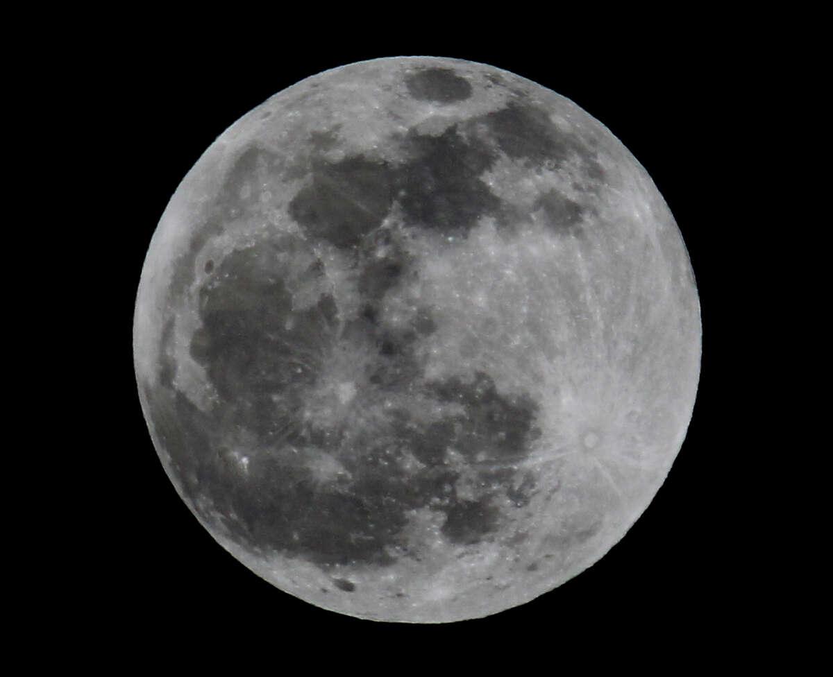 Lunar eclipse Monday April 14, 2014 at 11:00 p.m.