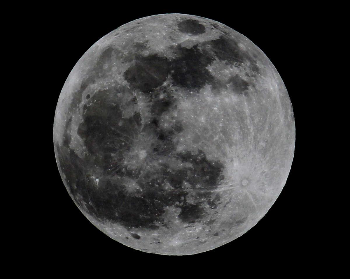 Lunar eclipse Monday April 14, 2014 at 11:30 p.m.
