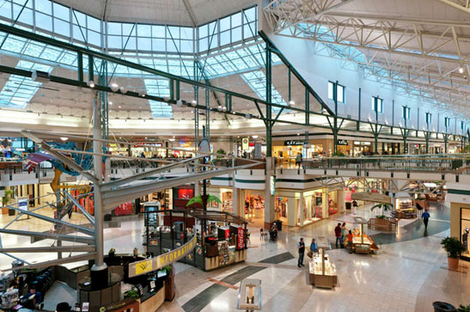 The interior of The Woodlands Mall in The Woodlands Town Center. Photo: Ted Washington, The Woodlands Development Company / Copyright©Ted Washington