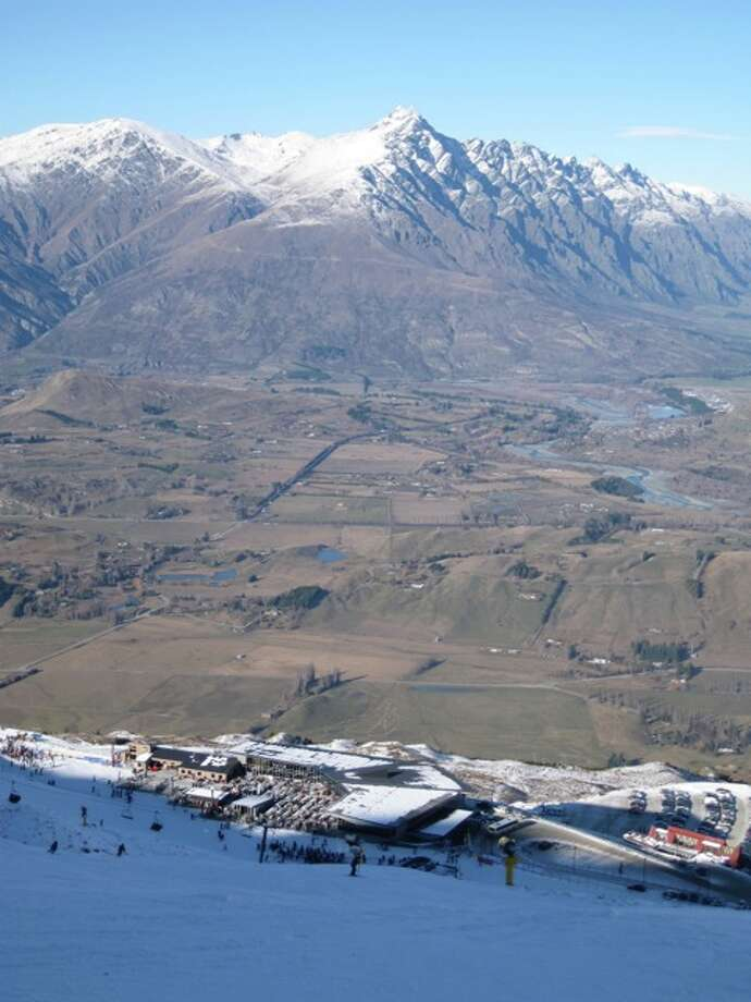 Snow on Coronet Peak Photo: Effin Older