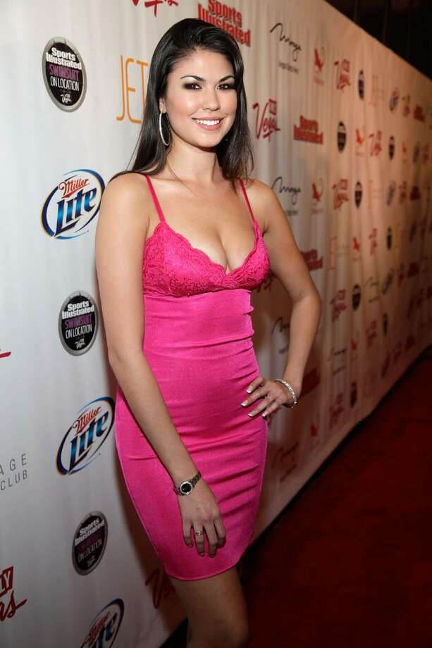 LAS VEGAS - FEBRUARY 10:  Taylor Makakoa arrives at the Sports Illustrated Swimsuit 24/7: SI Swimsuit On Location at Jet Nightclub at The Mirage on February 10, 2010 in Las Vegas, Nevada.  (Photo by Jacob Andrzejczak/Getty Images for Sports Illustrated) *** Local Caption *** Taylor Makakoa Photo: Jacob Andrzejczak, Getty Images For Sports Illustra / 2010 Getty Images