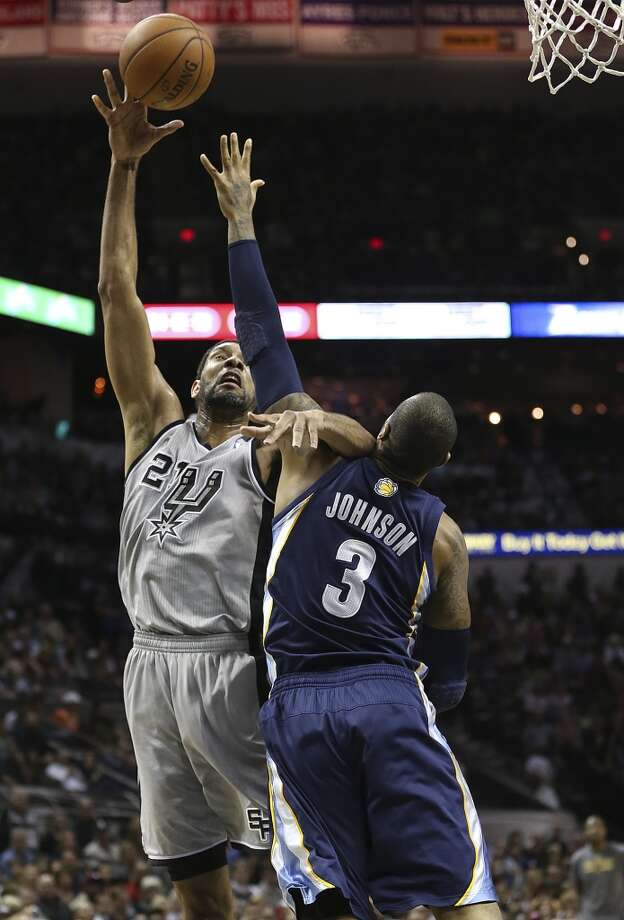 San Antonio Spurs' Tim Duncan shoots over Memphis Grizzlies' James Johnson during the first half at the AT&T Center, Sunday, April 6, 2014. Photo: Jerry Lara, San Antonio Express-News