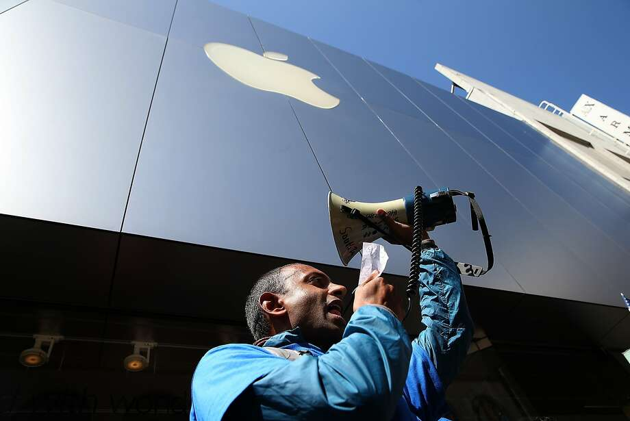 The protest at the Apple Store was organized by a union that represents security guards and janitors. Photo: Justin Sullivan, Getty Images