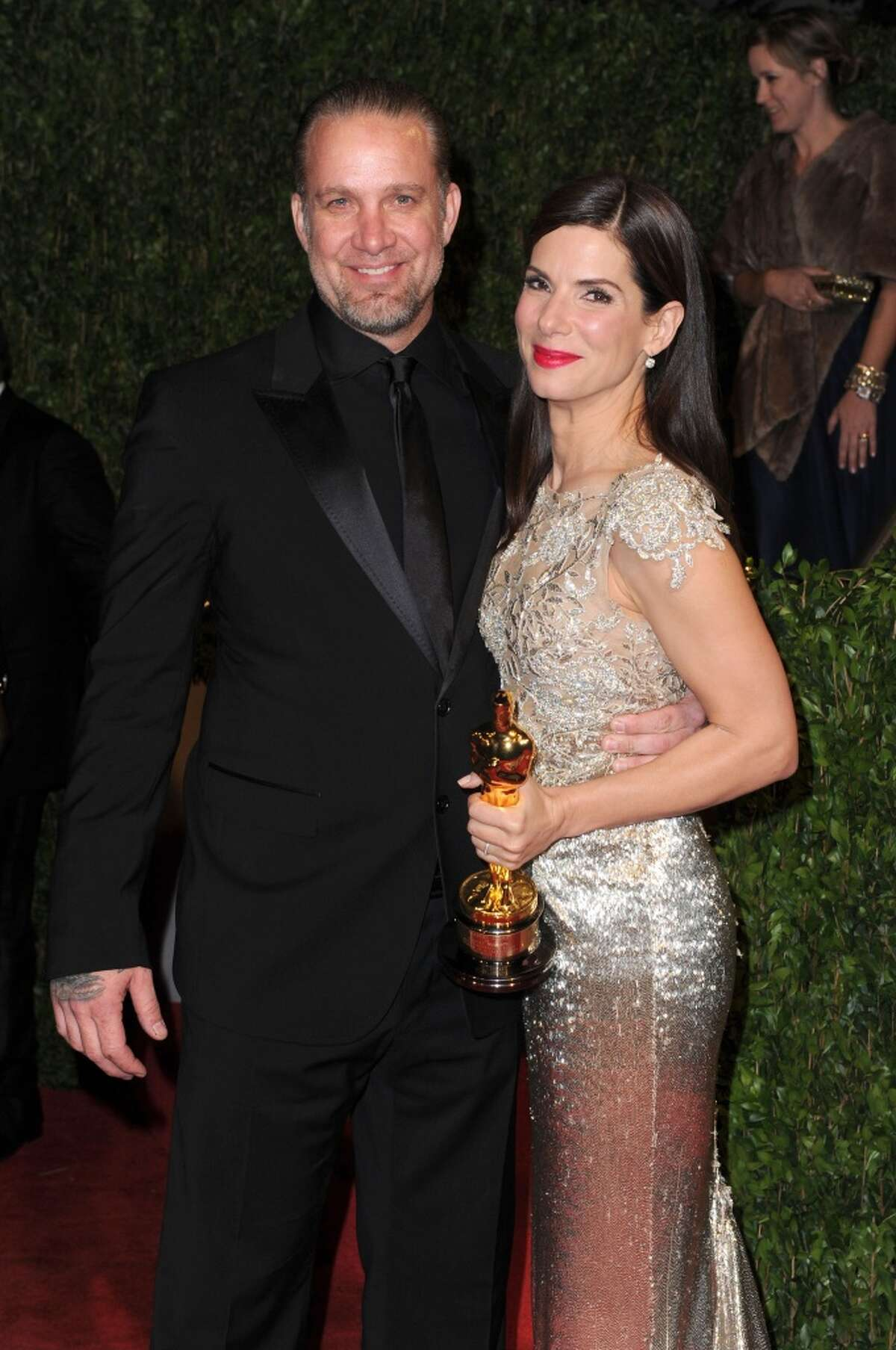 Jesse James and Sandra Bullock The couple was married from 2005-2010. Bullock famously divorced the one-time car show host after it surfaced in 2010 that James was having affairs with several women, most notably tattoo model Michelle