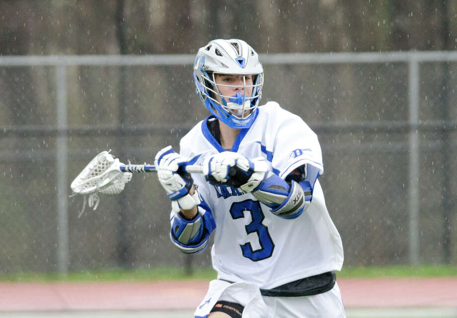 Darien's Colin Minicus (3) carries the ball during the boys lacrosse game against Fairfield Ludlowe at Darien High School on Tuesday, Apr. 15, 2014. Photo: Amy Mortensen / Connecticut Post Freelance