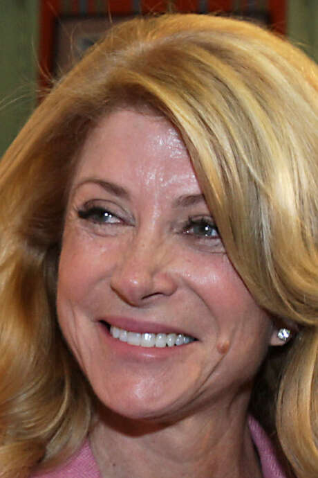 State Sen. Wendy Davis will have bone spurs and degenerative discs removed from her neck. / Â 2013  Houston Chronicle