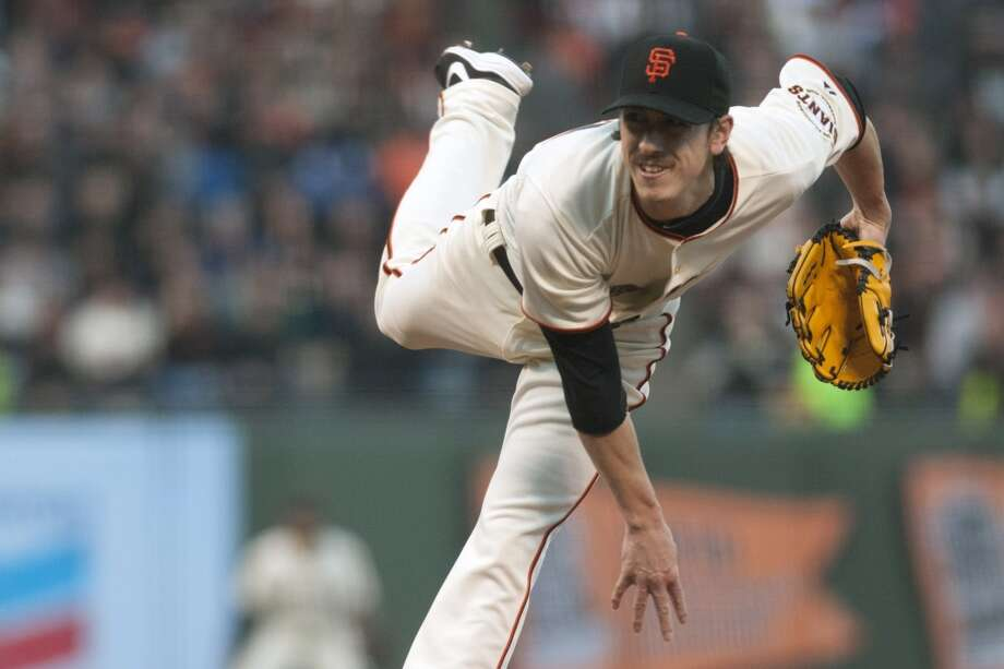 San Francisco Giants starting pitcher Tim Lincecum pitches against the Los Angeles Dodgers during the first inning at AT&T Park. Photo: Ed Szczepanski, Reuters