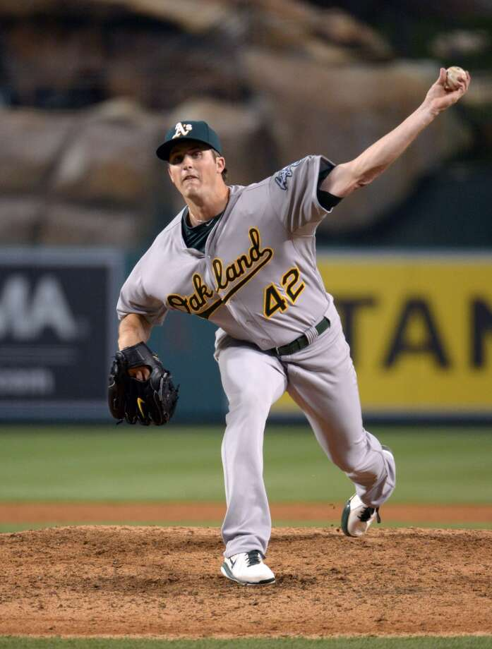 Oakland Athletics reliever Drew Pomeranz delivers a pitch in the fourth inning against the Los Angeles Angels at Angel Stadium of Anaheim. Photo: Kirby Lee, Reuters