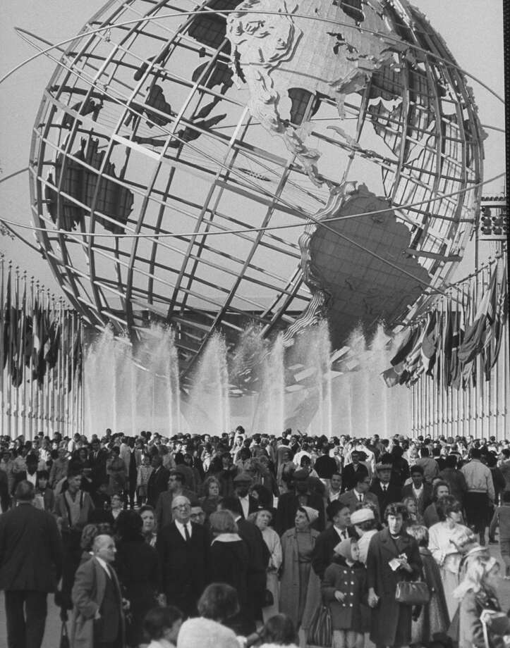 Fountains surrounding Unisphere at New York World's Fair closing day in 1965. Photo: Henry Groskinsky, Time & Life Pictures/Getty Image / Time Life Pictures