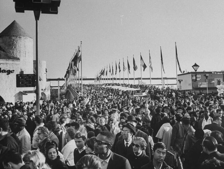 Closing day at New York World's Fair in 1965. Photo: Henry Groskinsky, Time & Life Pictures/Getty Image / Time Life Pictures
