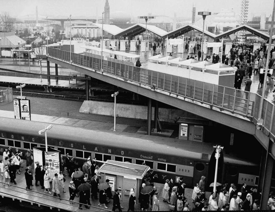 People getting off train at the entrance to the fair ground at the New York World's Fair in 1964. Photo: Arthur Schatz, Time & Life Pictures/Getty Image / Arthur Schatz