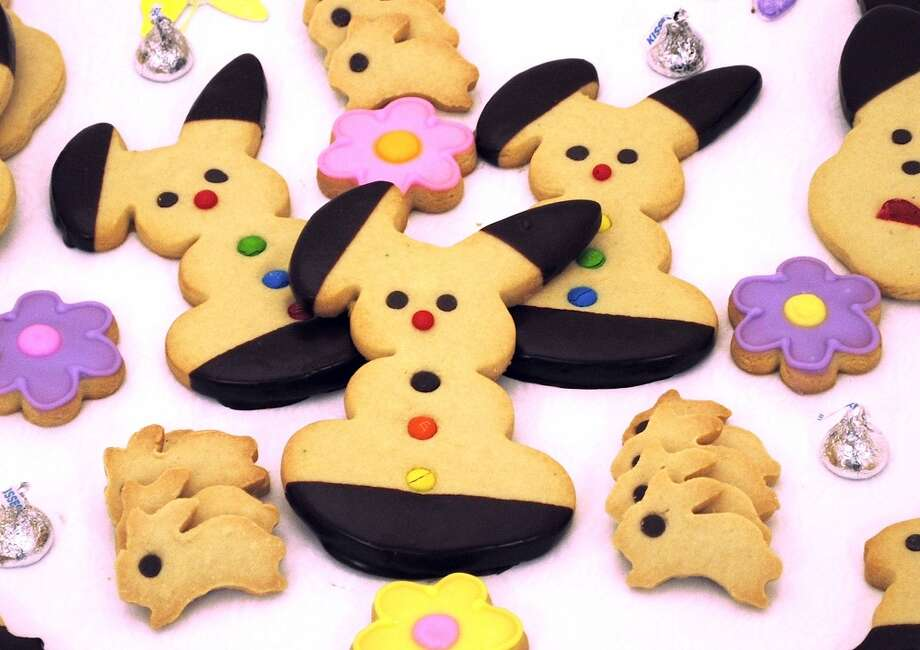 Easter short bread cookies from Di Mare in Stamford and Greenwich Full Easter Menu.   Di Mare Pastry Shop, 12 Largo Drive South, Stamford and 1245 Post Road, Riverside