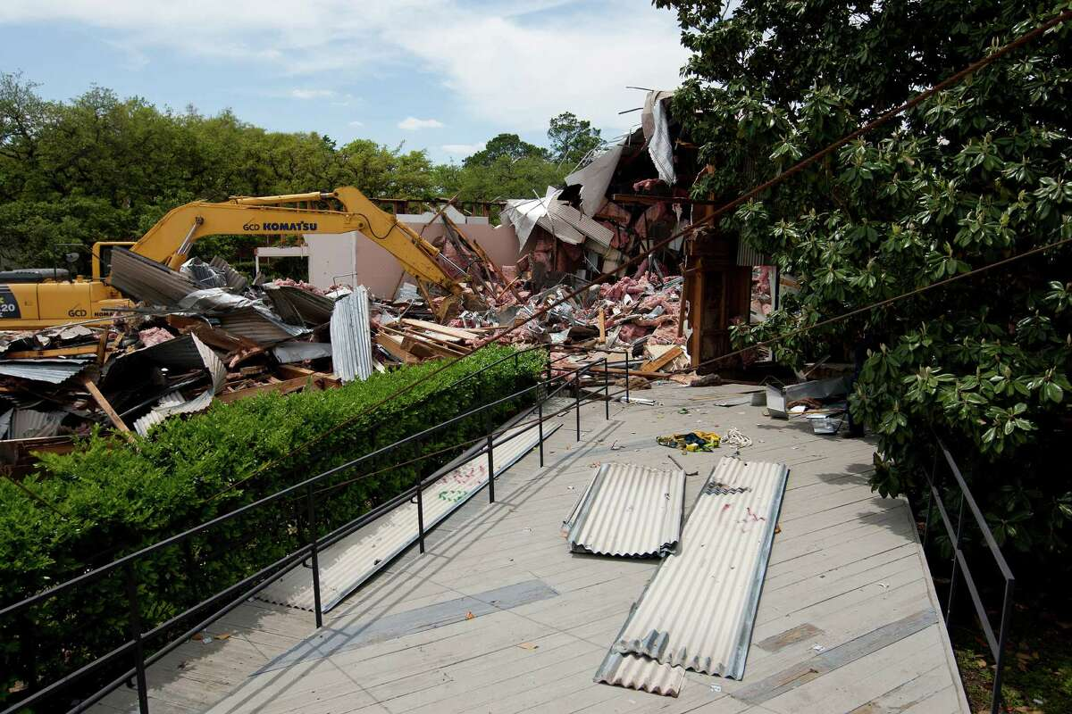 """The final demolition of the Rice University's Martel Center or """"Art Barn,"""" at Rice University began Wednesday, April 16, 2014, in Houston."""