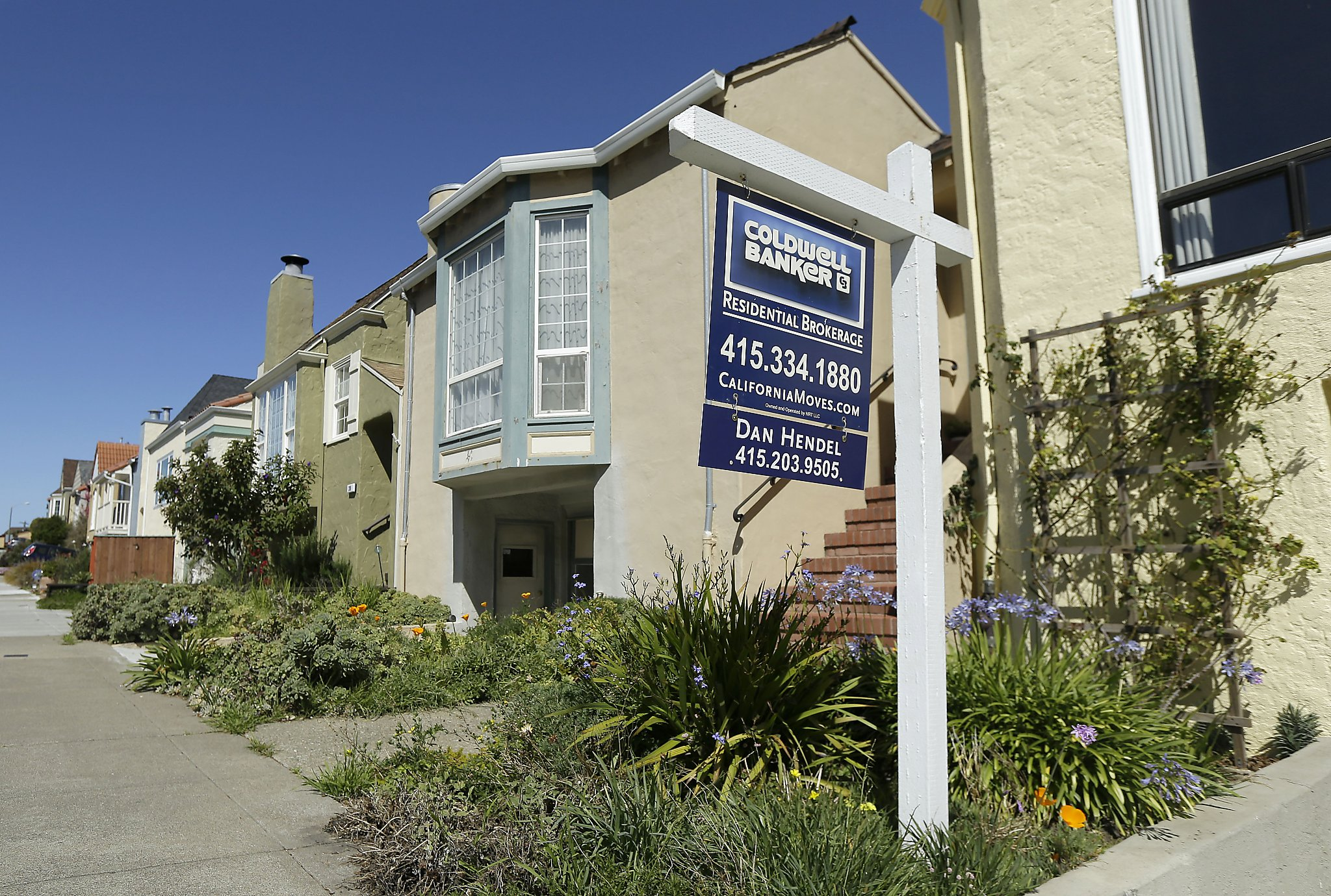 House hunters san francisco bay - A Realtor Sign Is Shown In Front Of A Home For Sale In San Francisco