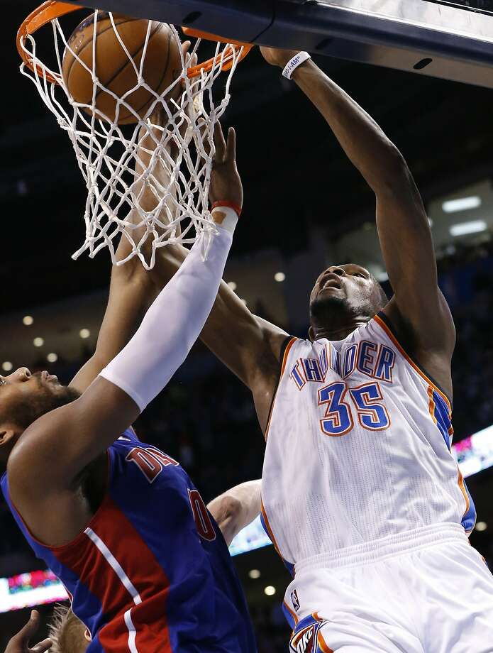 Kevin Durant scored half of his 42 points in the fourth quarter. Photo: Sue Ogrocki, Associated Press