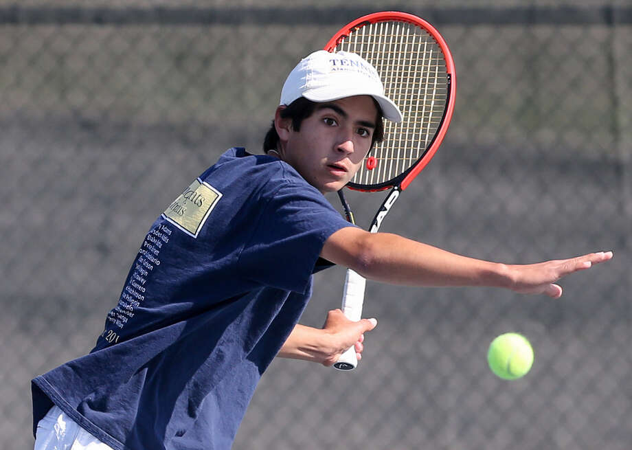 Alamo Heights' Jonah Candelario, returning to Austin Vandergrift's King Roy, won the singles title. Photo: Marvin Pfeiffer / San Antonio Express-News / Express-News 2014