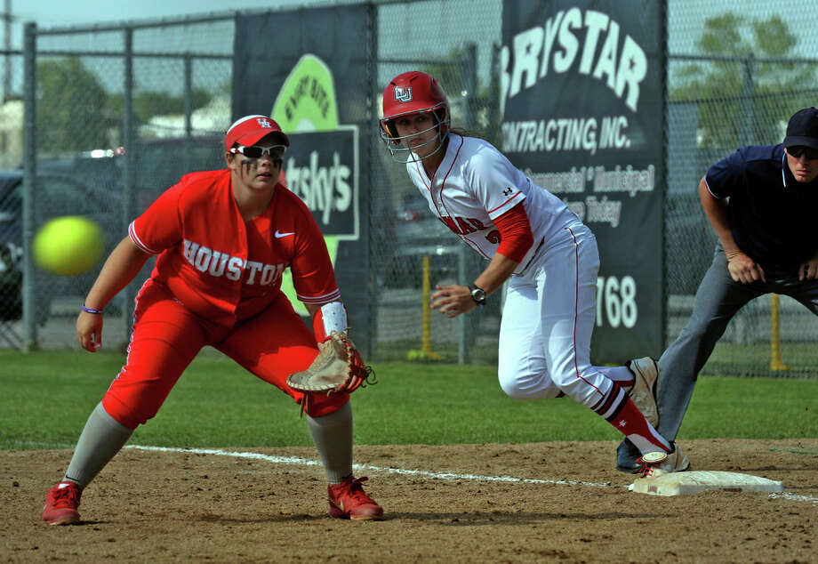 Lamar's Taylor Duck leads off of first against Houston at the lady Card's stadium on Wednesday. Photo taken Wednesday, April 16, 2014 Guiseppe Barranco/@spotnewsshooter Photo: Guiseppe Barranco, Photo Editor
