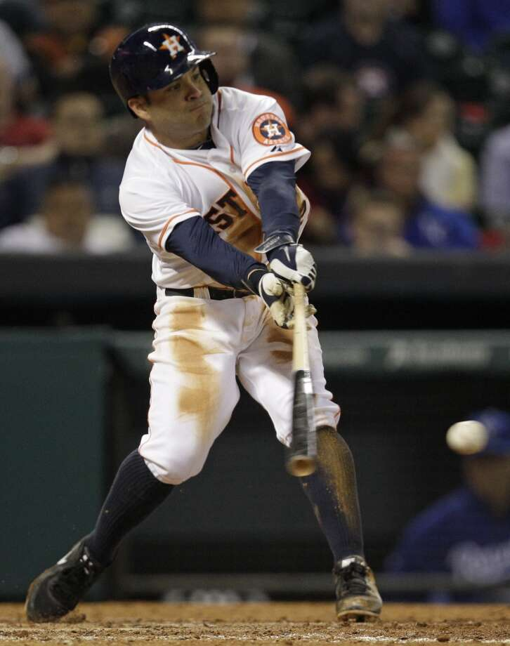 Jose Altuve swings and reaches base on a fielding error. Photo: Melissa Phillip, Houston Chronicle