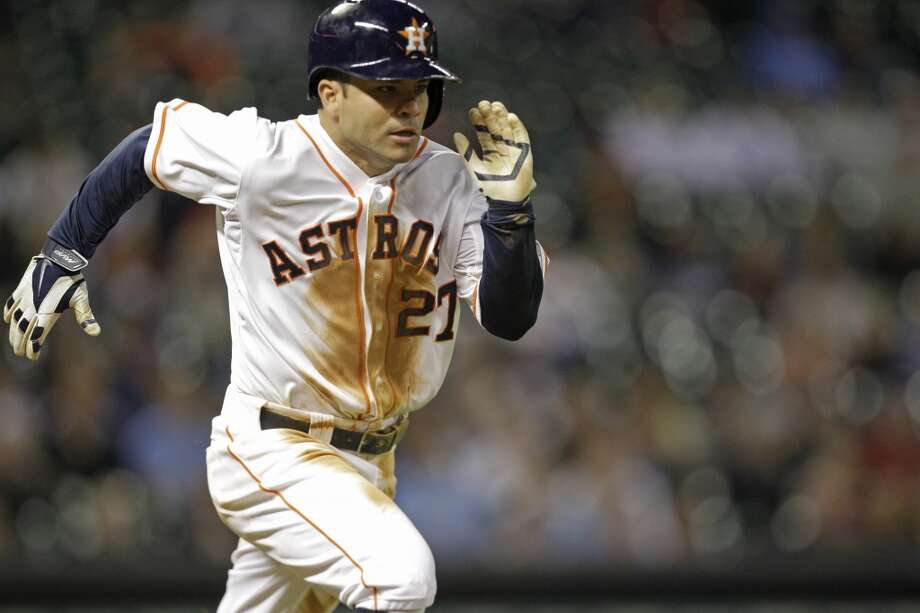 Jose Altuve runs to first base and reaches on an error. Photo: Melissa Phillip, Houston Chronicle